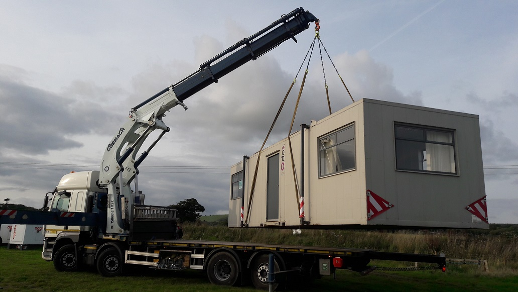 Hi-ab-crane-lifting